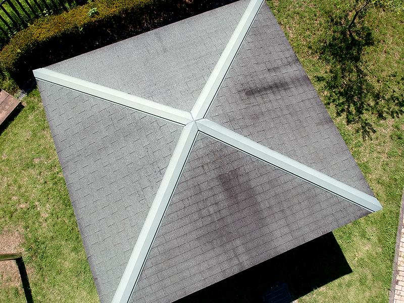 上空より屋根を撮影
